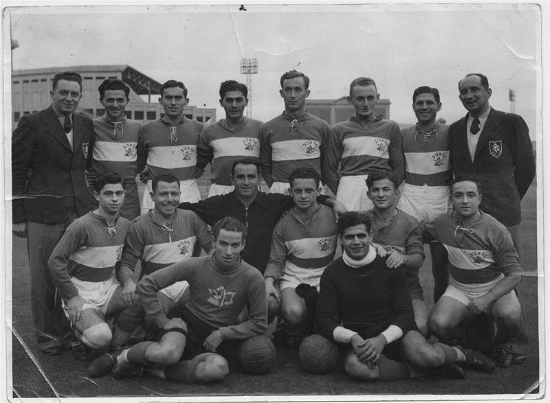 http://www.ozfootball.net/museum/images/stories/1939Palestine/1939palestineteam.jpg